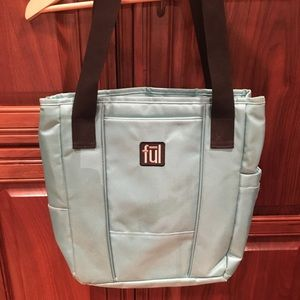 Handbags - Full insulated bag w lots of compartments